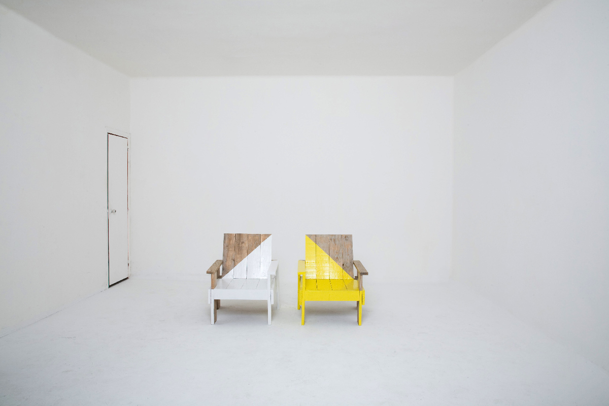 TWIN-GLOSS-CHAIRS_CAMP_01